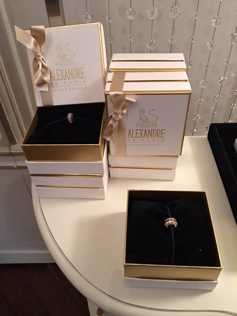 Alexandre de Paris nous offre une nouvelle gamme de bijoux de cheveux personnalisables