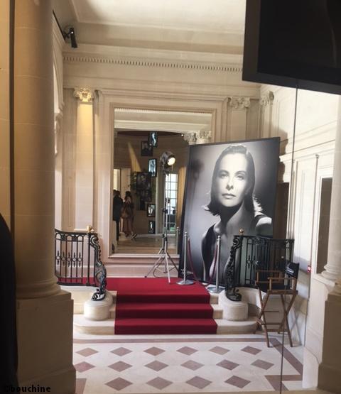Grand hall d'entrée et Carole Bouquet