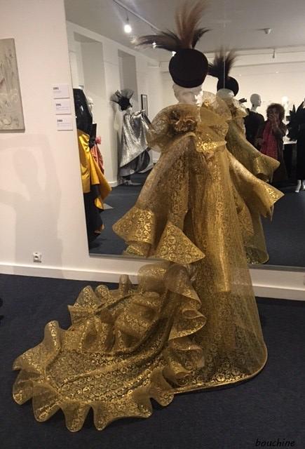 Pierre Cardin Assouline Robe dorée à traine